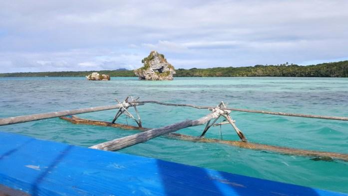 Les îles de Nouvelle Calédonie - pirogue en baie d'Upi