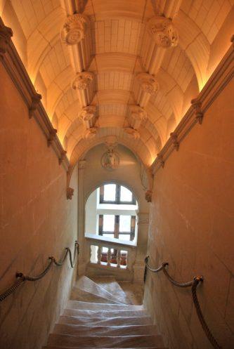 Circuit des châteaux de la Loire - escalier intérieur à Chenonceau
