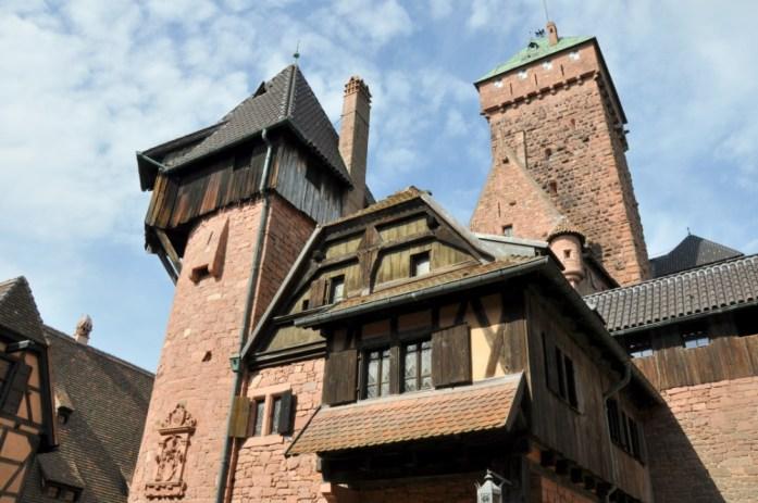 Le Haut Koenigsbourg en Alsace - cour basse