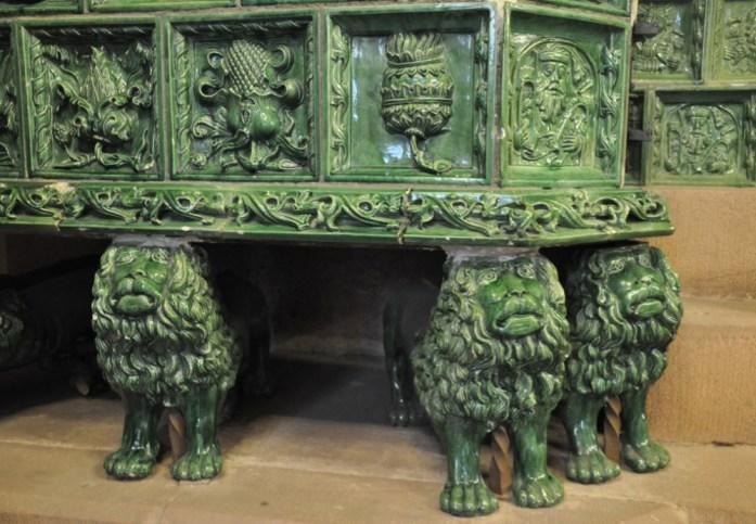Le Haut Koenigsbourg en Alsace - poêle en céramique