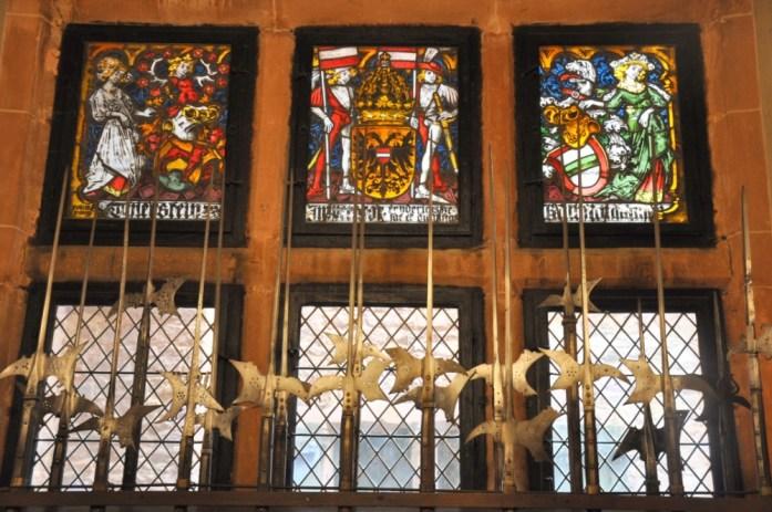 Le Haut Koenigsbourg en Alsace - salle d'armes