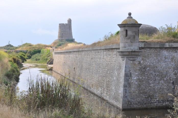 La Marinière en Voyage - fortifications à la Hougue