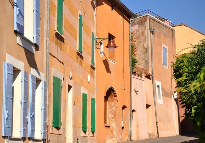 La Marinière en Voyage - murs colorés à Roussillon