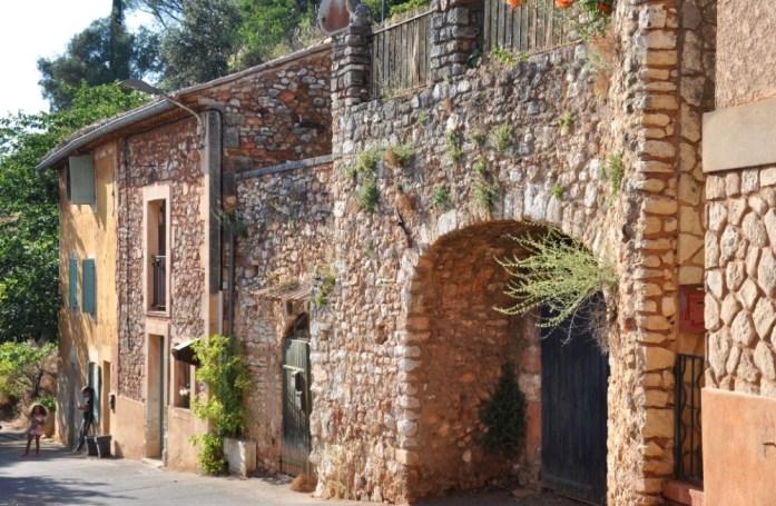 La Marinière en Voyage - murs de pierre à Roussillon