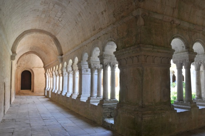 La Marinière en Voyage - cloître de l'abbaye de Sénanque
