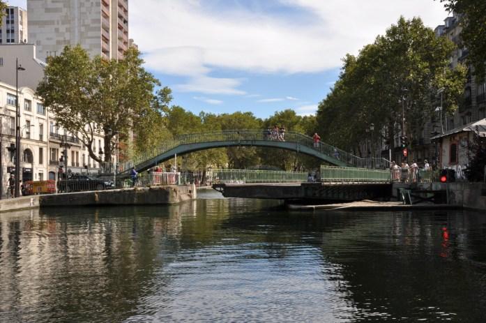Que faire à Paris en automne - pont tournant du canal Saint Martin