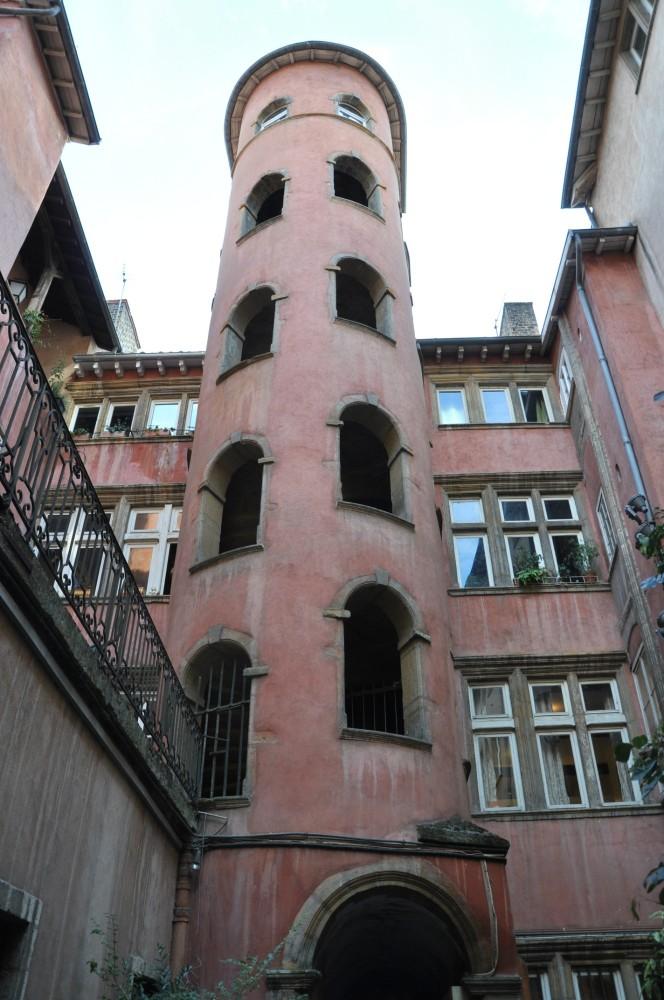 Tour rose du Vieux Lyon