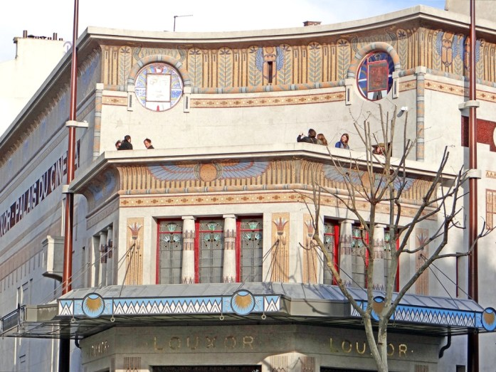 Façade du Cinéma Louxor à Paris