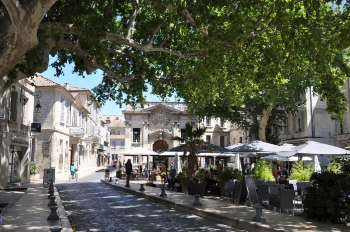 Visiter Avignon en une journée - la place Crillon