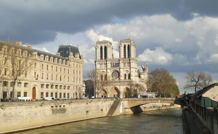 Notre Dame de Paris vue de la Seine