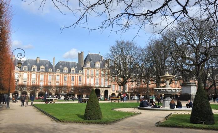 Square de la place des Vosges à Paris