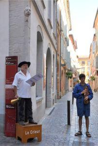 Tarn-et-Garonne - crieur sur la place nationale à Montauban