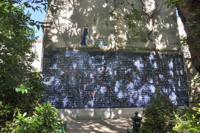 Mur des je t'aime à Montmartre - Blog La Marinière en Voyage