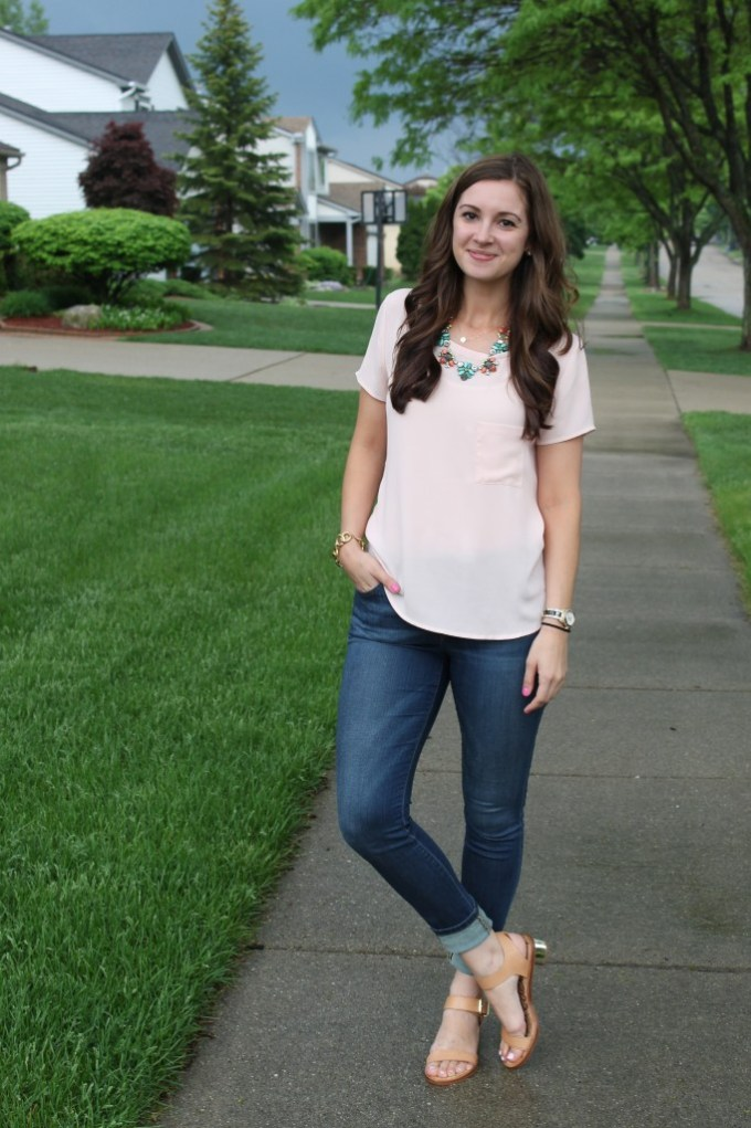 Casual Look: peach, jeans, and nude block sandals