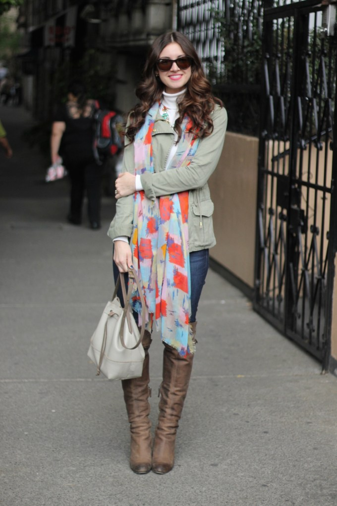 La Mariposa in Mexico City: Casual Day Look in OTK boots and Green Anorak Coat