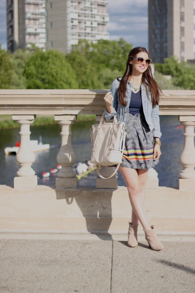 Casual Denim & High-waisted Skirt  with booties and nude tote on the Charles River