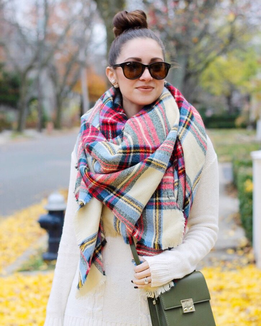 Its officially scarf weather again! Throwback to my favorite bighellip