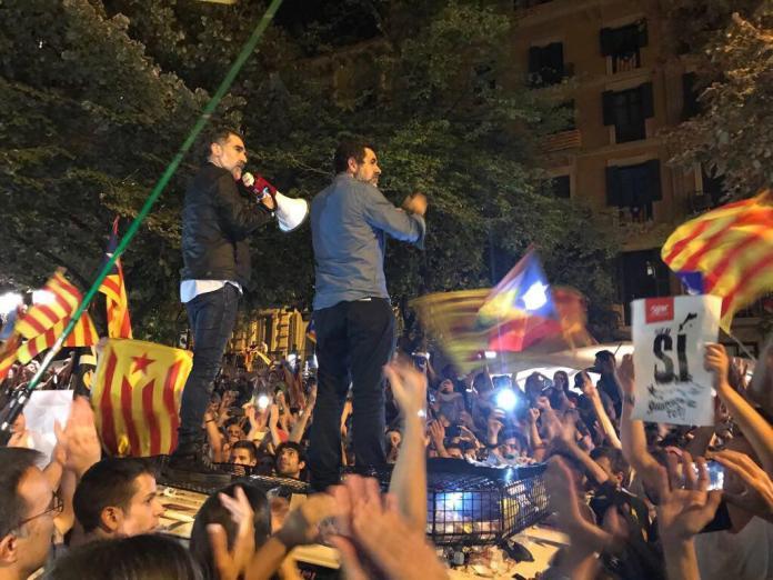 Foto: Roser Vilallonga - 20.09.2017 Jordi Sánchez y Jordi Cuixart en la concentración ante la Consellería de Treball intervenida por la Guardia Civil