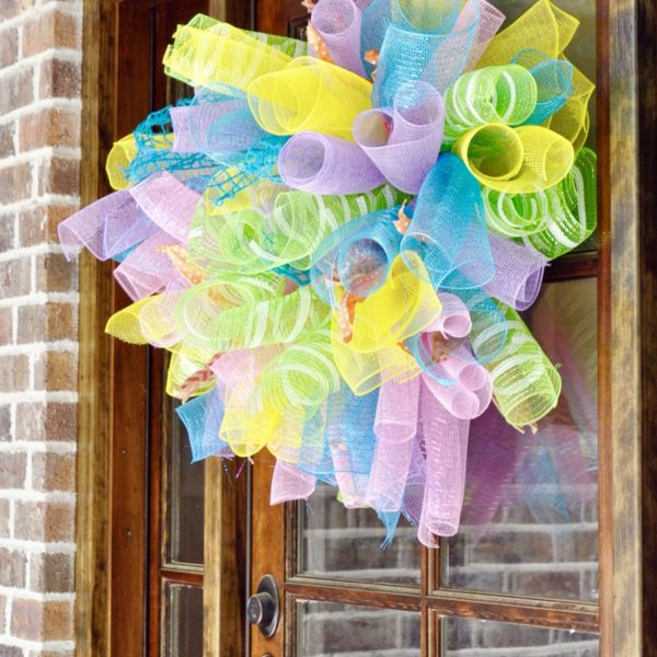 How to Make a (Super Easy) DIY Deco Mesh Wreath