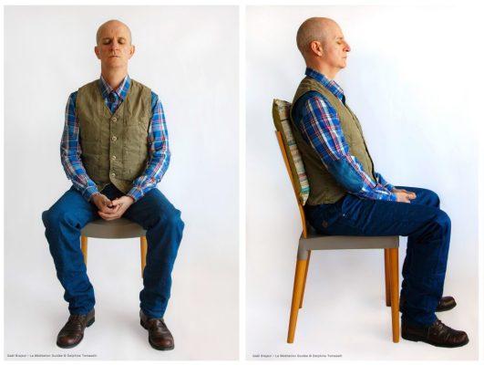 2photos_Gael_Brajeul_ LaMeditationGuidée • Postitions sur chaise © Delphine Tomaselli-2 copie