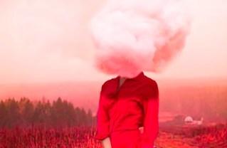 mujer-con-nube-en-la-cabeza