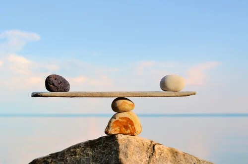 Balanza hecha con piedras
