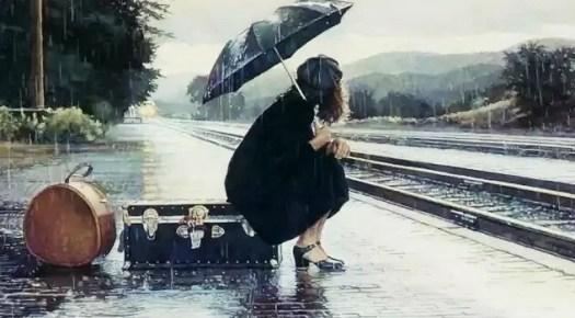 chica esperando el tren y pensando en cambiar tu vida