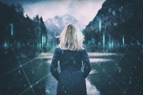 Mujer mirando un paisaje
