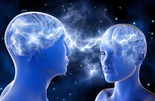 Dos personas conectadas por el cerebro