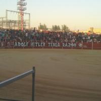 """""""ADOLF HITLER TENIA RAZÓN"""" : Pintada nazi en la plaza de toros de Pinto (Madrid) hoy mismo:"""