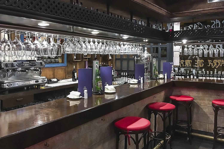 restaurante-la-lenera-mesa-habla-barra