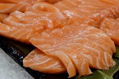mesa-habla-cocina-japonesa-salmon-sashimi