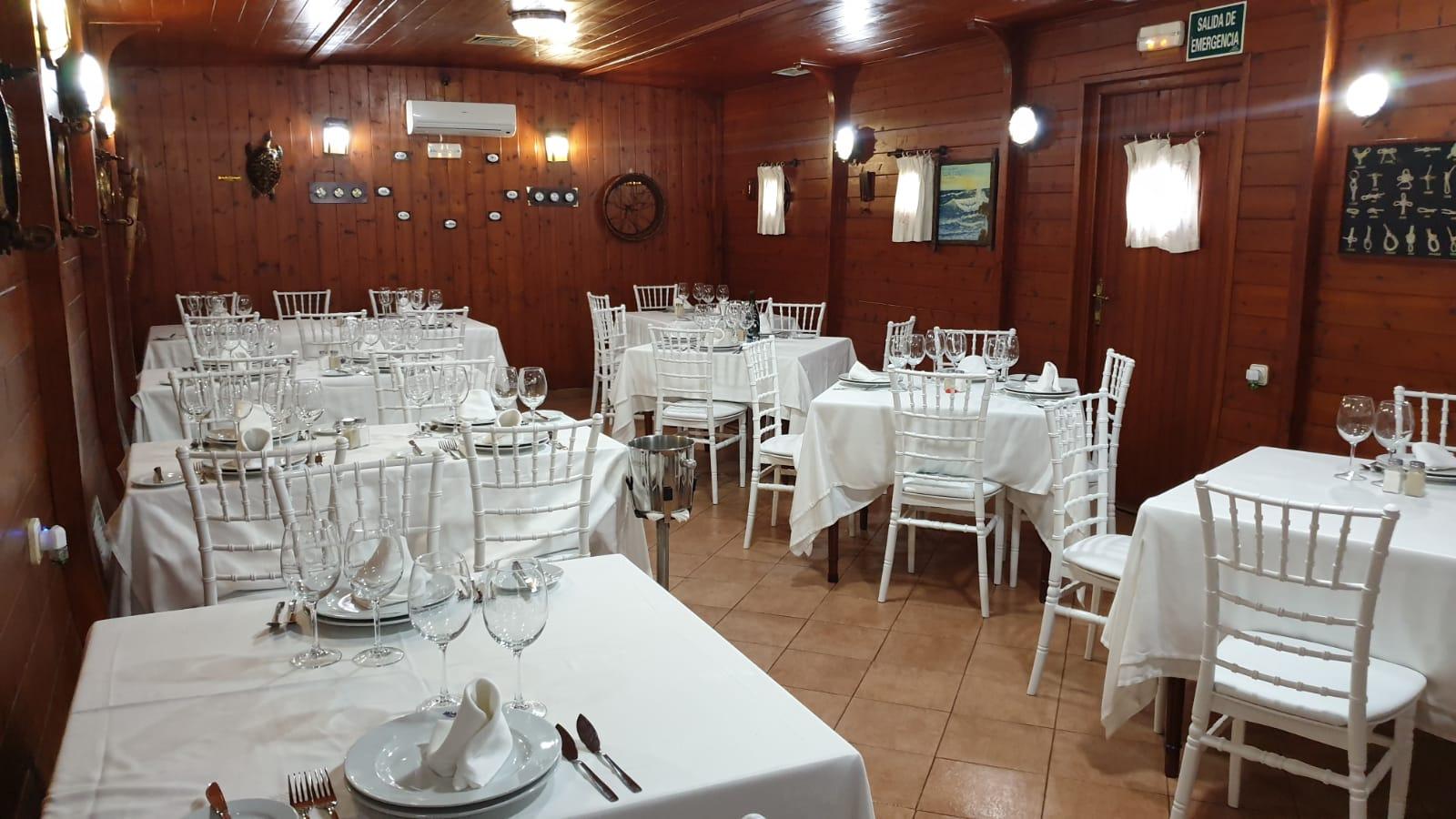 mesa-habla-meson-copo-palmones-salon