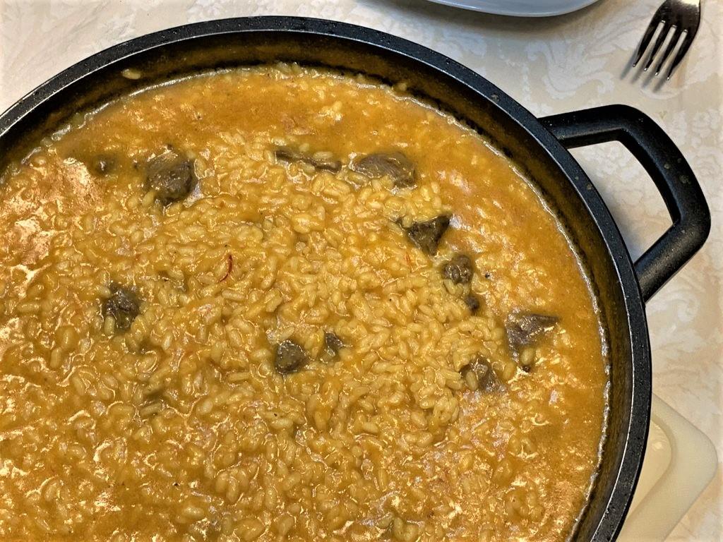 mesa-habla-arroz-meloso-carrilleras-cerdo 16