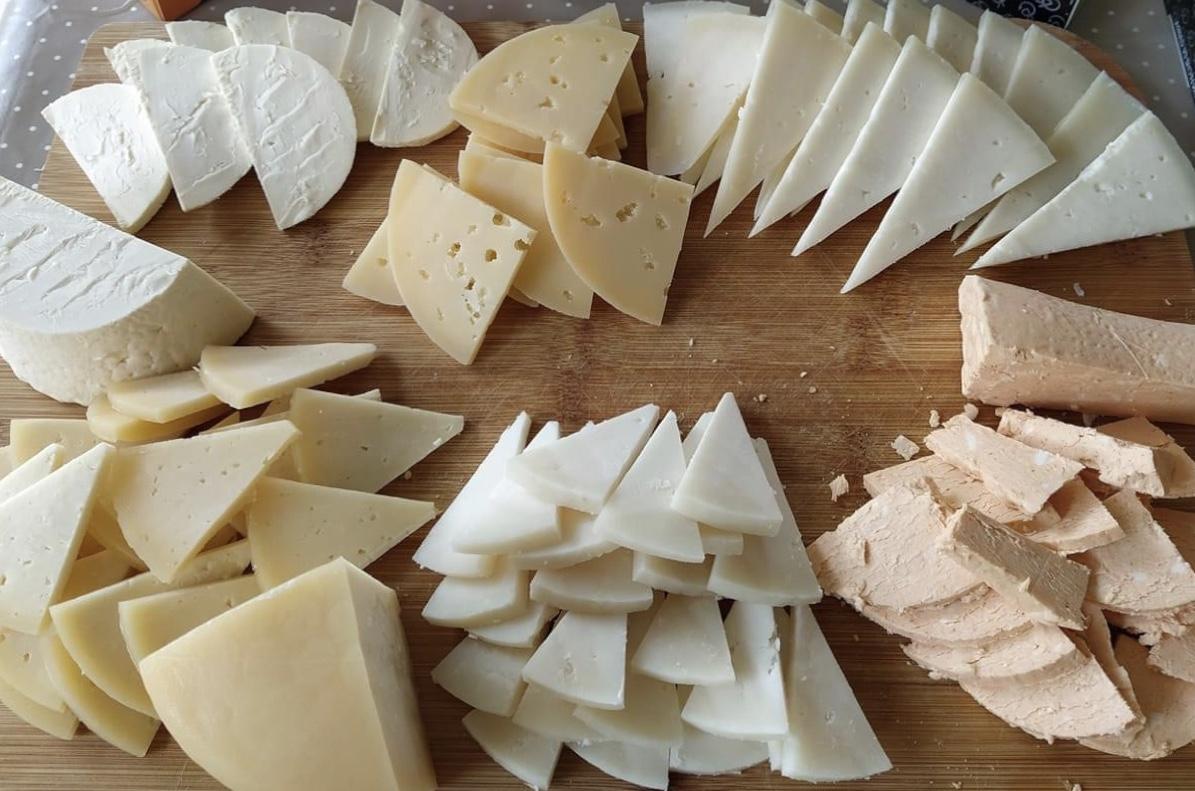 mesa-habla-dulces-todos-santos-quesos-asturias