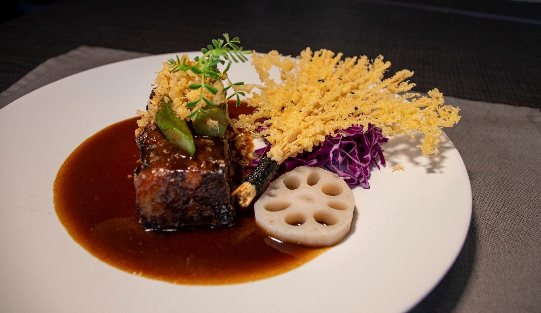 mesa-habla-etereo-pedro-nel-rabo-vaca-salsa-teriyaki