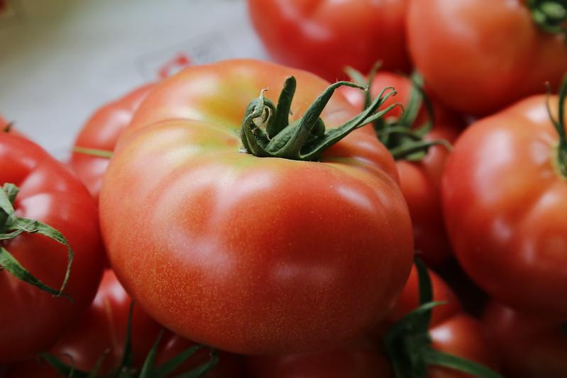 mesa-habla-sabores-primarios-gusto-tomates