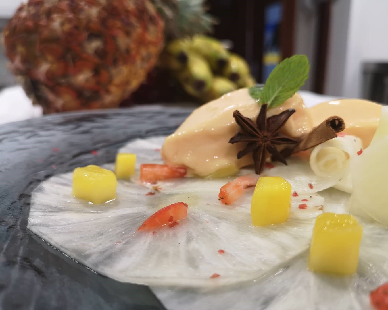 mesa-habla-postre-carpacio-piña-helado-artesanal-papaya-jardin-tecina