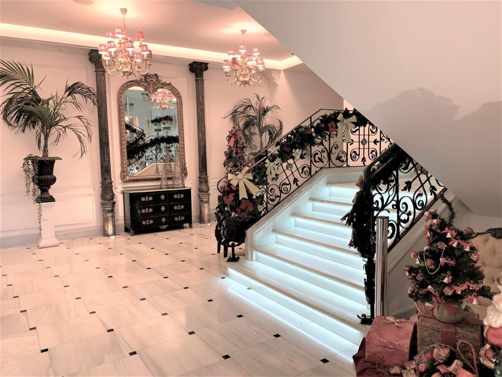 mesa-habla-hotel-palacete-ochava-entrada