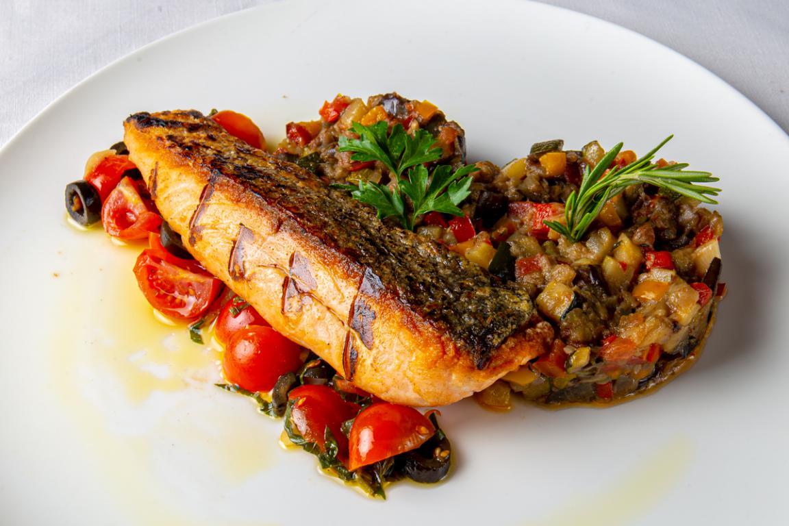 mesa-habla-maison-melie-pave-salmon-ratatouille