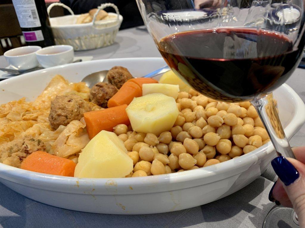 mesa-habla-pancipelao-vino-garbanzos-verdura