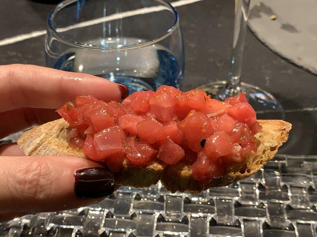 mesa-habla-restaurante-zaga-tosta-atun