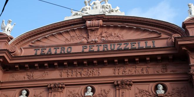Coincidenze strane, storie di fantasmi e stanze segrete – Cosa si nasconde dietro il Teatro Petruzzelli?