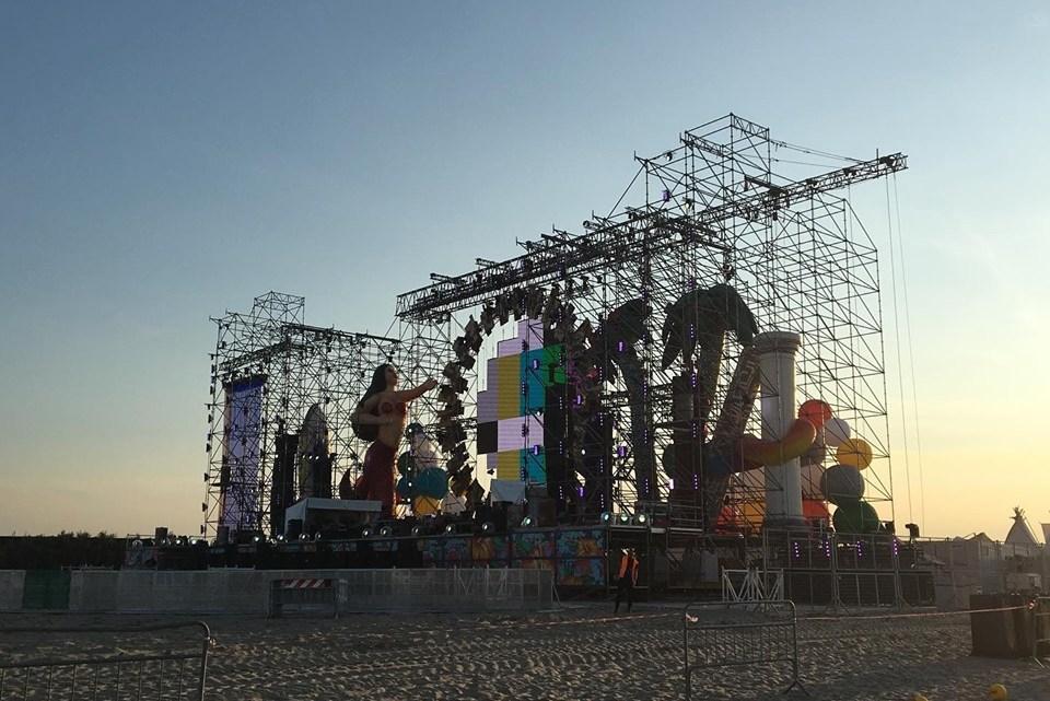 Jova Beach Party fa tappa in Puglia tra polemiche e lamentele
