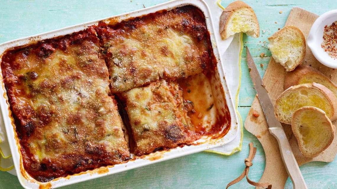 Parmigiana di melanzane: Un piatto che unisce tutto lo stivale – Storia, Ricette e Varianti