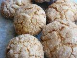 Amaretti pugliesi: dolcetti tipici della tradizione da gustare non solo a Natale
