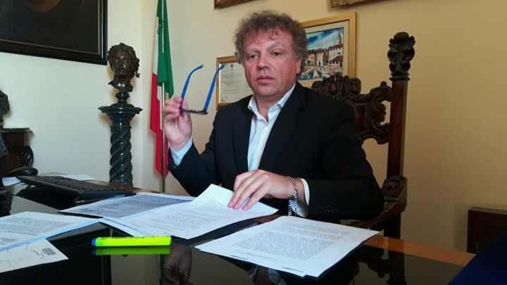 Sindaco di Lucera in sciopero della fame: Tutolo diventa star del web