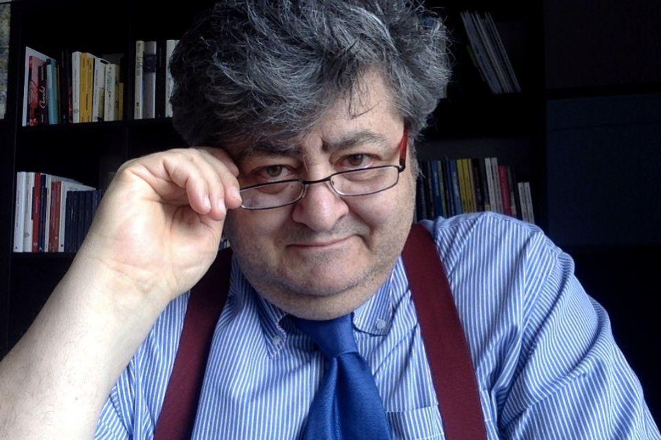 """Marco De Candia, scrittore pugliese a Torino: """"Racconto la vita quotidiana con ironia"""""""