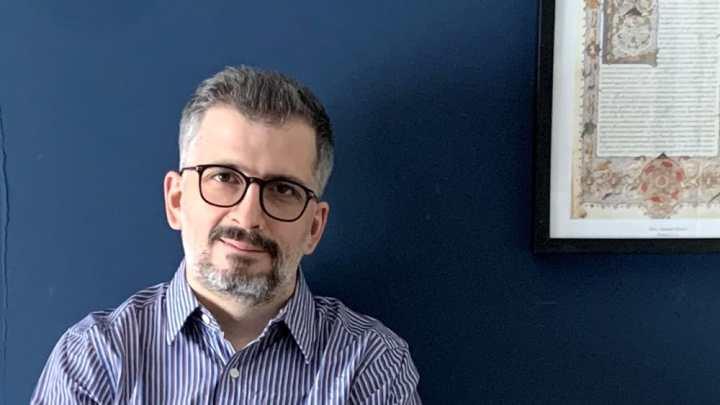 """Giovanni Za presenta il suo libro """"Stupidi e contagiosi"""" a Bari"""