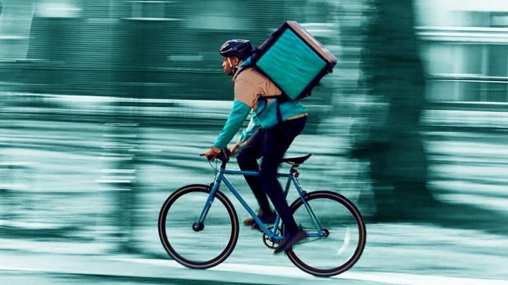 """""""Distanza Zero"""": il video made in Puglia che denuncia le difficili condizioni di lavoro dei rider oggi"""